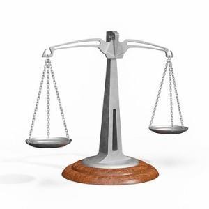 Обязан ли водитель предоставлять права в руки сотруднику гибдд