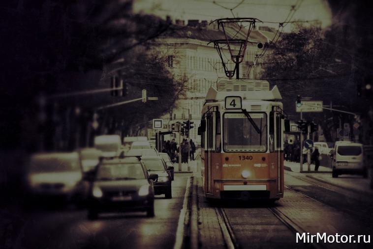 Можно ли ехать по трамвайным путям? В каких случаях?