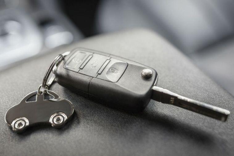 Нужно ли менять документы на машину при смене прописки?