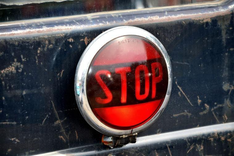 Можно ли ставить мигающий стоп сигнал на автомобиль, будет ли штраф?