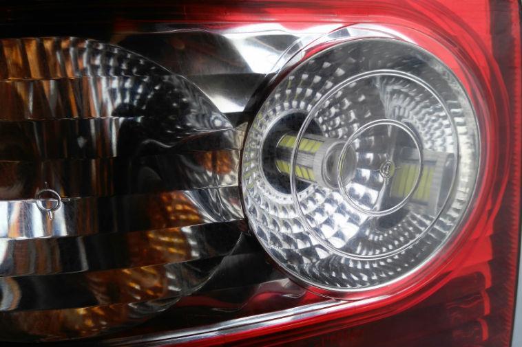 Можно ли ставить светодиодные LED-лампы в задние фонари и что за это будет?
