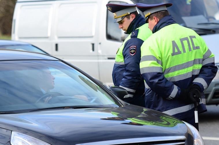 Можно ли обжаловать постановление, если инспектор ДПС не разъяснил водителю статью 51 Конституции и 25.1 КоАП РФ?