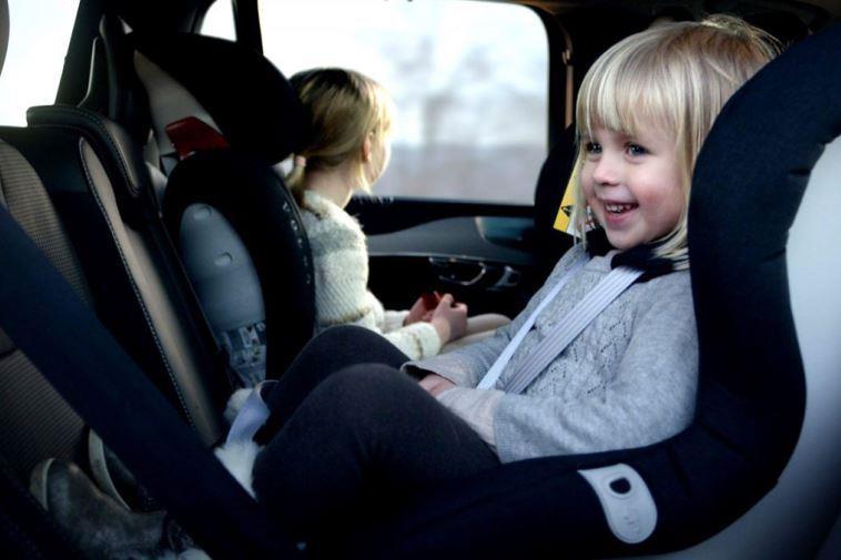 С какого роста и веса можно перевозить ребёнка без бустера?