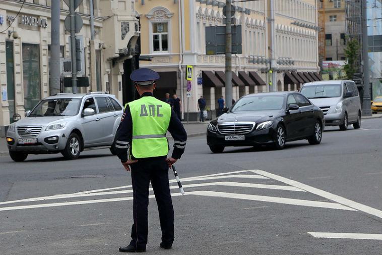 Имеют ли право сотрудники ГИБДД проверять техосмотр и диагностическую карту на дороге?