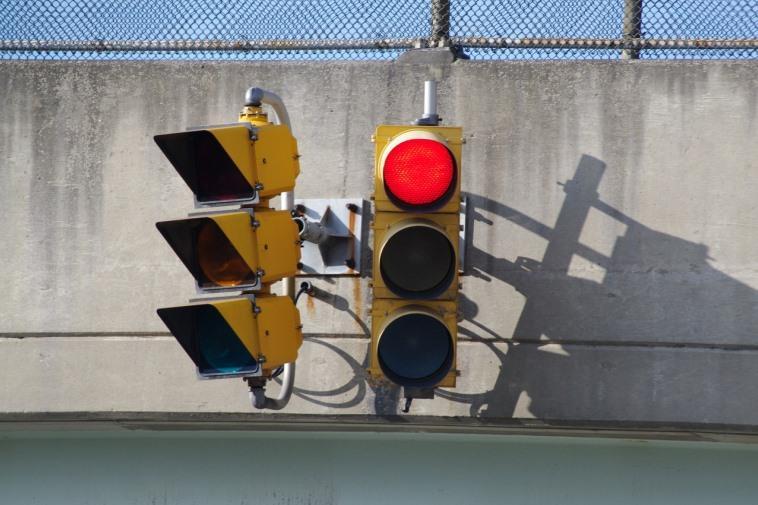 Какой штраф за проезд на красный свет светофора